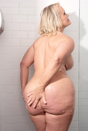 Big Booty Moms Porn