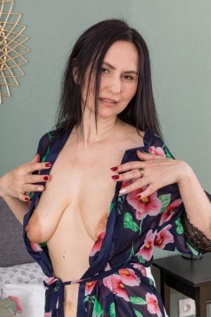 Moms Saggy Tits Porn