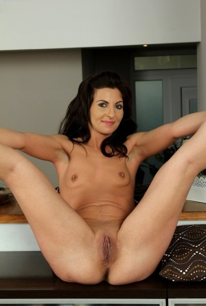 Moms Shaved Pussy Porn